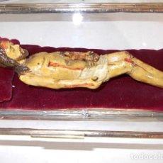 Arte: ANTIGUO CRISTO DE TERRACOTA S.XVIII EN MAGNIFICA HORNACINA DE CRISTAL . Lote 165314562