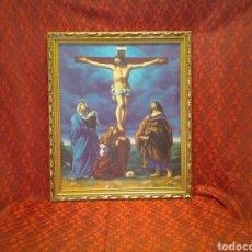Arte: PRECIOSO CUADRO DE LA CRUCIFICCIÓN DE CRISTO EN EL CALVARIO ,MARCO DE MADERA SOBRE LIENZO. Lote 166128214