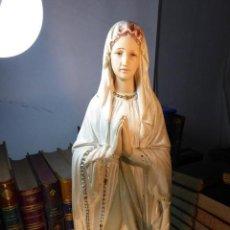 Arte: MUY BELLA IMAGEN RELIGIOSA DE LA VIRGEN DE LOURDES. FABRICADA EN FRANCIA POR L. PENE FILS. 51 CM.. Lote 167000920