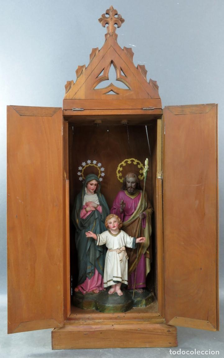 CAPILLA LIMOSNA VISITA DOMICILIARIA SAGRADA FAMILIA EN MADERA TALLADA POLICROMADA SIGLO XX (Arte - Arte Religioso - Escultura)