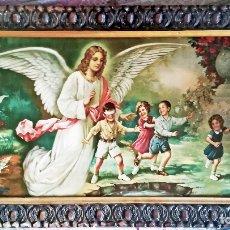 Art: BONITO CUADRO ANTIGUO. AÑOS 50.CROMOLITOGRAFIA - ANGEL DE LA GUARDIA JUGANDO CON NIÑOS - ENMARCADO. Lote 192664056