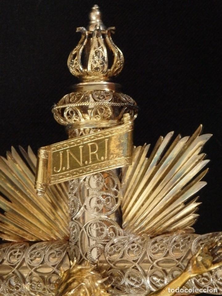 Arte: Crucificado. Cruz de altar de plata en su color y en plata sobredorada punzonada. 43 cm. S. XVIII. - Foto 10 - 168127838