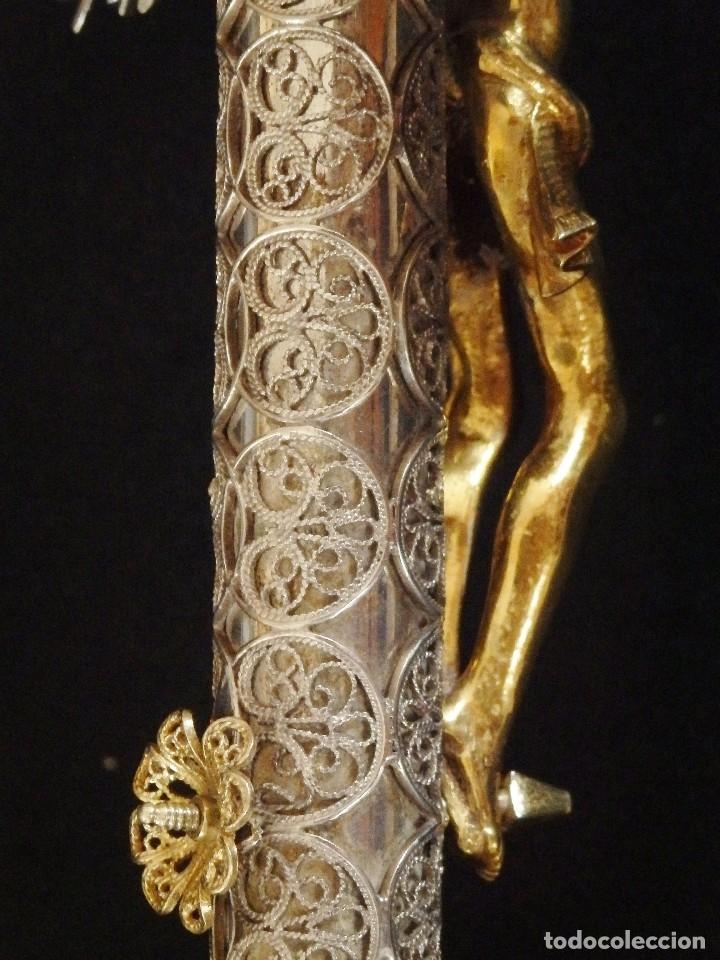 Arte: Crucificado. Cruz de altar de plata en su color y en plata sobredorada punzonada. 43 cm. S. XVIII. - Foto 18 - 168127838