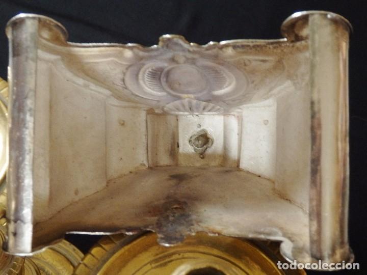 Arte: Crucificado. Cruz de altar de plata en su color y en plata sobredorada punzonada. 43 cm. S. XVIII. - Foto 29 - 168127838