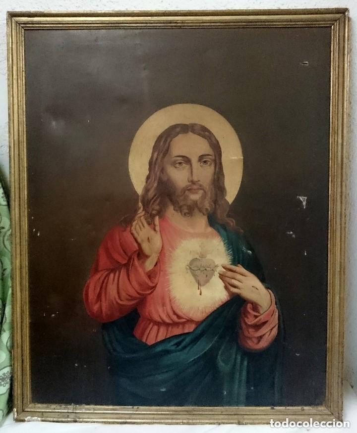 ANTIGUO ÓLEO SOBRE LIENZO DE SAGRADO CORAZÓN DE JESÚS. SIGLO XVIII. MARCO DORADO AL ORO FINO.107X86 (Arte - Arte Religioso - Pintura Religiosa - Oleo)