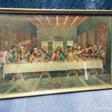 Arte: CROMOLITOGRAFIA SANTA CENA JESUS APOSTOLES DISCIPULOS CORONA ESCUDO ENMARCADA PPIO S XX 28,5X43,5CMS. Lote 169018160