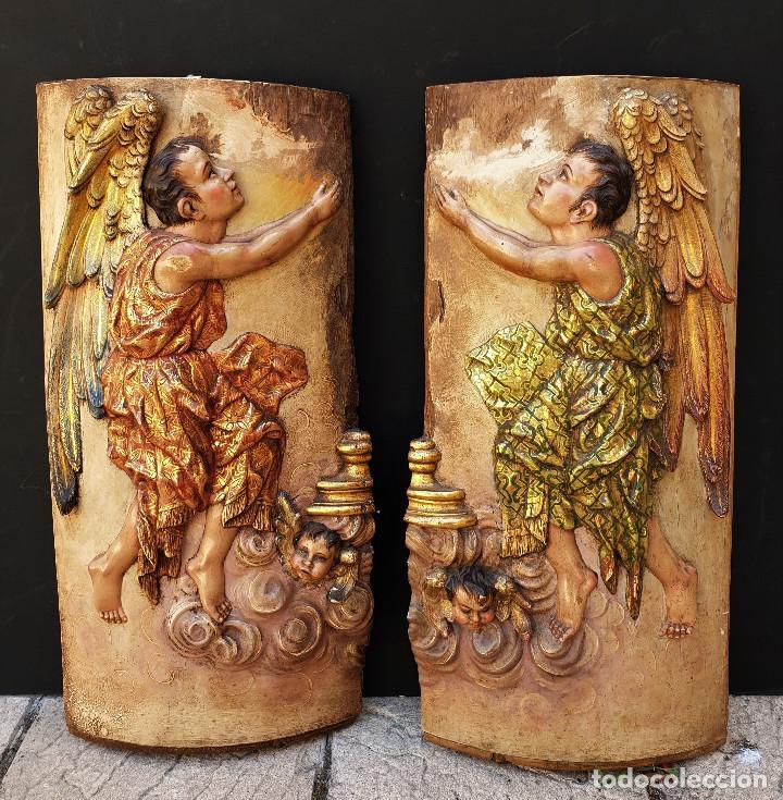 ÁNGELES CUSTODIOS. PAREJA DE RELIEVES EN MADERA TALLADA, POLICROMADA, DORADA Y ESTOFADA. SIGLO XVIII (Arte - Arte Religioso - Escultura)