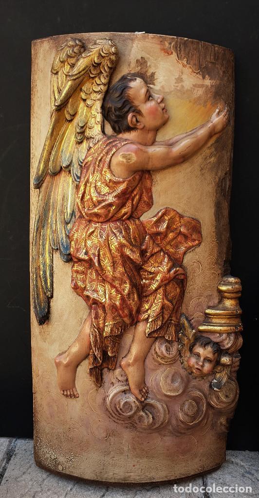 Arte: Ángeles custodios. Pareja de relieves en madera tallada, policromada, dorada y estofada. Siglo XVIII - Foto 2 - 169425424