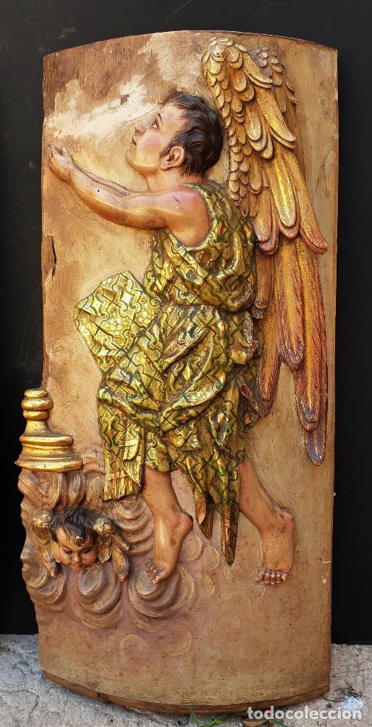 Arte: Ángeles custodios. Pareja de relieves en madera tallada, policromada, dorada y estofada. Siglo XVIII - Foto 3 - 169425424