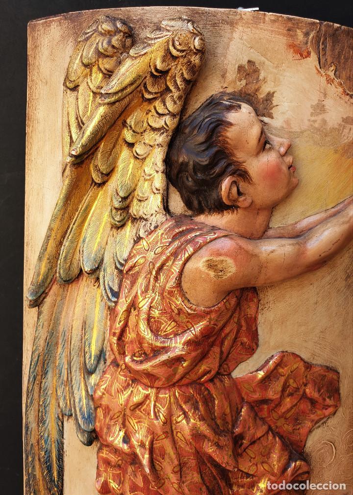 Arte: Ángeles custodios. Pareja de relieves en madera tallada, policromada, dorada y estofada. Siglo XVIII - Foto 5 - 169425424