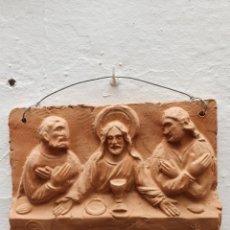 Arte: AZULEJO EN BARRO CON MOTIVO JESUS EN LA SANTA CENA. Lote 169789613