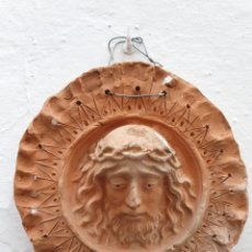 Arte: ANTIGUA PLACA REDONDA DE BARRO CON FIGURA DE JESUCRISTO. Lote 169790988