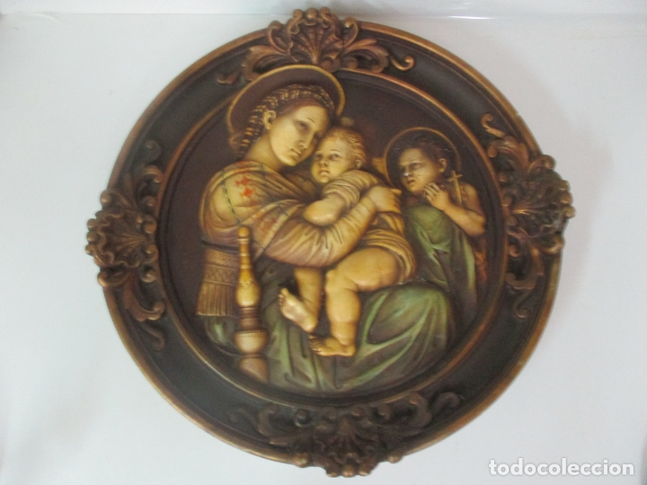 PRECIOSO GRAN RELIEVE - VIRGEN Y NIÑO JESÚS - PLAFÓN REDONDO - ESTUCO POLICROMADO - TALLERES DE OLOT (Arte - Arte Religioso - Escultura)
