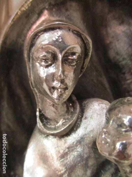 Arte: Escultura - Sagrada Familia Plateada - Metal con Baño de Plata - Peana de Madera - Foto 7 - 171121564