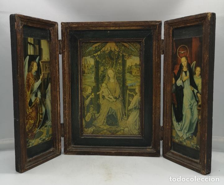BELLO TRÍPTICO ANTIGUO CON BELLAS LITOGRAFÍAS RELIGIOSAS SOBRE MADERA . (Arte - Arte Religioso - Trípticos)