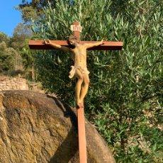 Arte: ANTIGUO CRUCIFIJO CON CRISTO EN ESTUCO. SELLO EL RENACIMIENTO OLOT. LEER MAS.... Lote 172924928