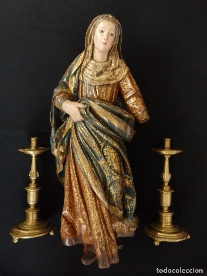 SANTA ANA. ESCULTURA DEL SIGLO XVII EN MADERA TALLADA, ESTOFADA Y DORADA. MIDE 74 CM DE ALTURA. (Arte - Arte Religioso - Escultura)