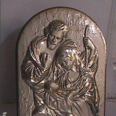 Arte: EXCELENTE ICONO EN METAL Y PLATA DE LA SAGRADA FAMILIA. CON PUNZÓN Y CONTRASTES.. Lote 174456830
