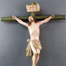 Arte: CRISTO CRUCIFICADO EN MADERA TALLADA Y POLICROMADA ESCUELA ESPAÑOLA SIGLO XVII. Lote 175600829
