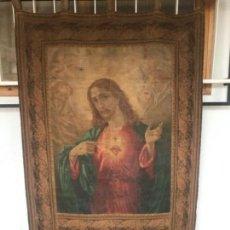 Arte: TAPIZ O ESTANDARTE DE GRAN TAMAÑO DE ALTAR DEL SAGRADO CORAZÓN PINTADO AL ÓLEO 1920'S.. Lote 175630222