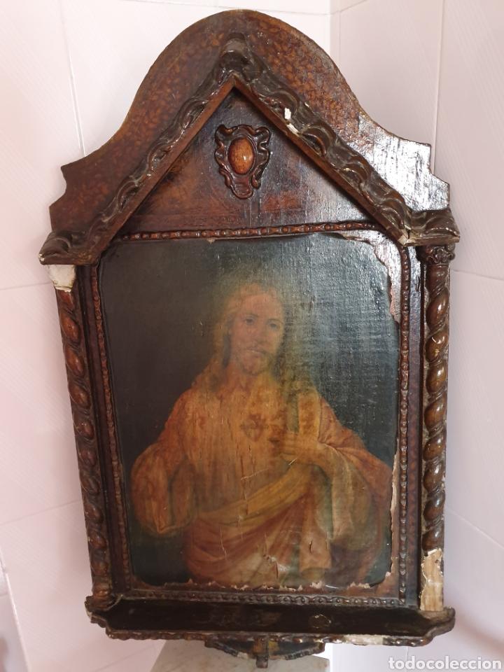 ANTIGUO MARCO CON FORMA DE CAPILLA LLEVA LITOGRAFÍA DEL SAGRADO CORAZÓN DE JESÚS (Arte - Arte Religioso - Retablos)