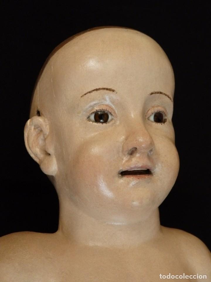 Arte: Niño Jesús Pasionario en madera tallada y policromada de la Esc. Española. Mide 57 cm. Siglo XVIII. - Foto 6 - 176946939