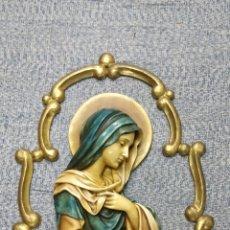 Arte: TALLA RELIGIOSA DORADA DE YESO CON RELIEVE, VIRGEN MARIA Y ORLA CON ÁNGEL. CRISTIANA CATOLICA. Lote 121637243