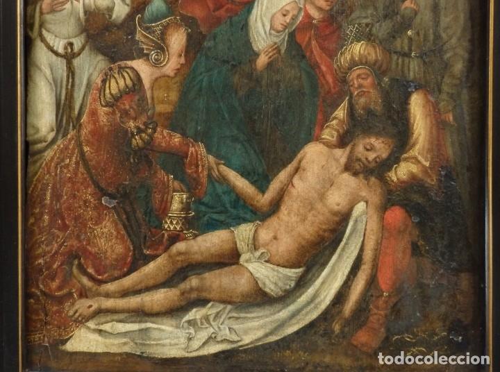 Arte: El Descendimiento de Cristo. Óleo sobre tabla de la escuela flamenca del siglo XVI. Mide 50 x 35 cm. - Foto 4 - 178069622