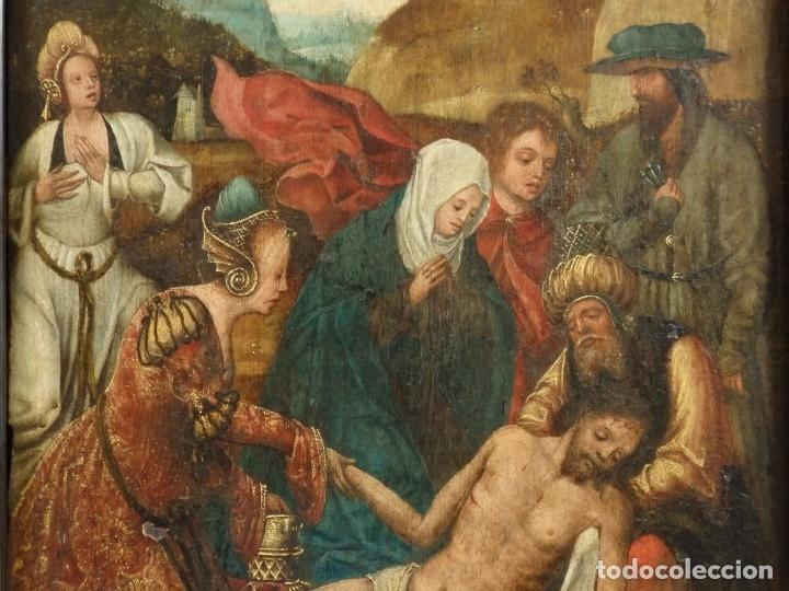 Arte: El Descendimiento de Cristo. Óleo sobre tabla de la escuela flamenca del siglo XVI. Mide 50 x 35 cm. - Foto 7 - 178069622