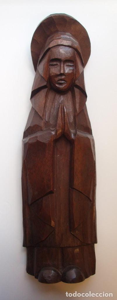VIRGEN DE ESTILO ROMÁNICO. ESCULTURA DE MADERA TALLADA A MANO. AÑOS 60-70. (Arte - Arte Religioso - Escultura)
