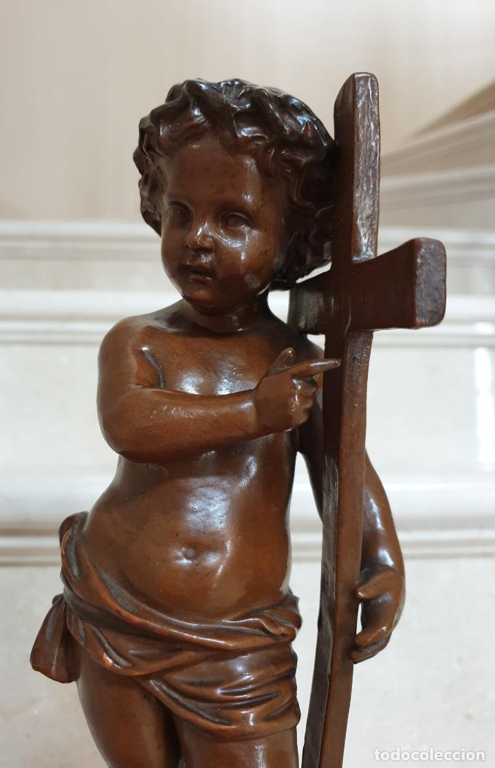 PRECIOSO NIÑO JESUS ANTIGUO EN TERRACOTA CON CRUZ Y CORONA DE ESPINAS,S. XIX (Arte - Arte Religioso - Escultura)