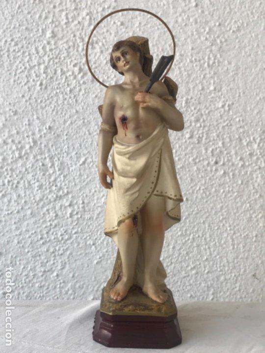 SAN SEBASTIÁN DE ESTUCO POLICROMADO - OLOT 1920'S. OJOS DE CRISTAL. VER FOTOS ANEXAS. (Arte - Arte Religioso - Escultura)