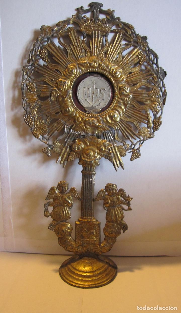 CUSTODIA DE METAL. SIGLO XIX.DORADA Y PLATEADA.21 X 11,5 X 4 CM (Arte - Arte Religioso - Pintura Religiosa - Otros)