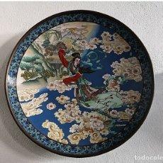 Arte: INMENSO , PLATO - METAL DORADO- CLOISONE-GEISHA - JAPÓN-. Lote 182782426