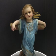 Arte: NIÑO JESUS CRUCIFICADO. ESTUCO POLICROMADO SELLO OLOT SIGLO XIX-XX OJOS CRISTAL PASIONARIO. Lote 183178976