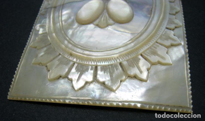Arte: siglo XVIII - XIX Preciosa Placa talla en Madreperla NACAR - tapa carnet misal - Foto 3 - 183434031