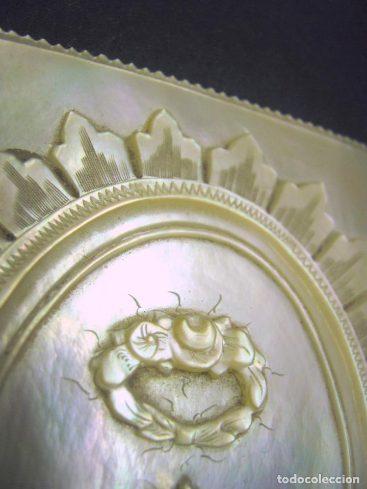 Arte: siglo XVIII - XIX Preciosa Placa talla en Madreperla NACAR - tapa carnet misal - Foto 4 - 183434031