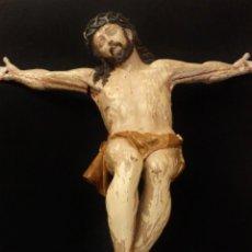Arte: CRISTO CRUCIFICADO DE GRANDES DIMENSIONES. MADERA TALLADA Y POLICROMADA. ESC. ANDALUZA, XVII.. Lote 184059315