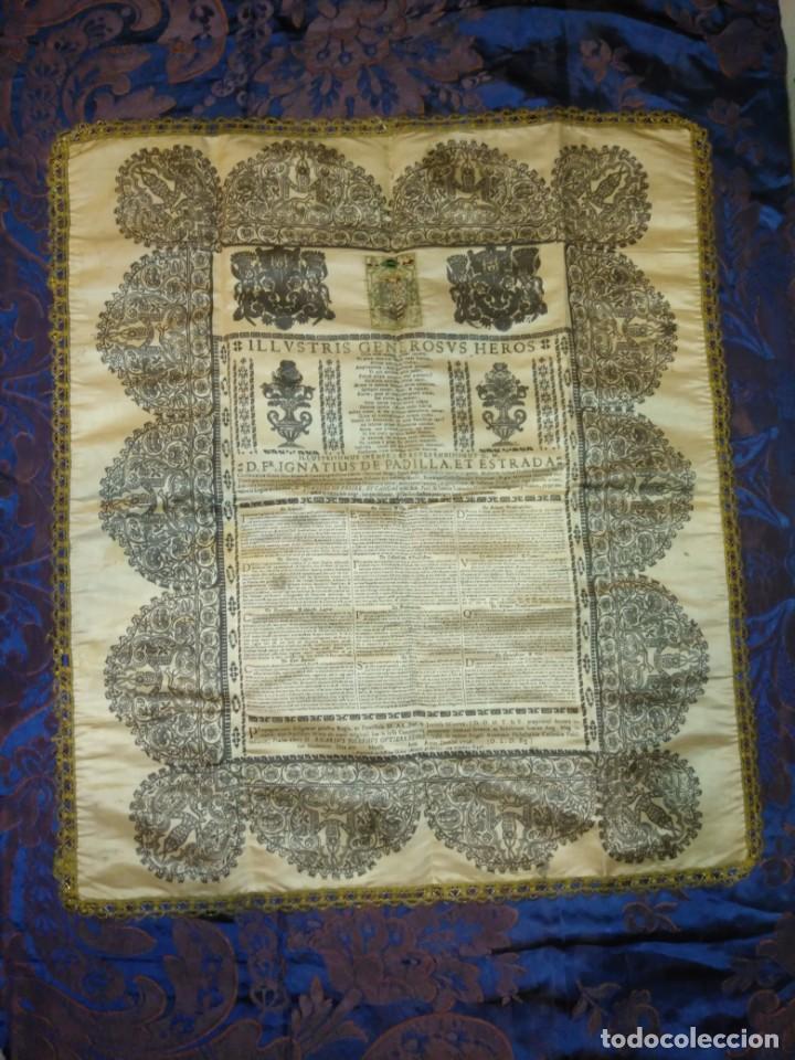EXCEPCIONAL TAPIZ RELIGIOSO RECONOCIMIENTO AL HONOR,GRABADO IMPRESO SOBRE SEDA Y BORDADO.AÑO 1760 (Arte - Arte Religioso - Grabados)