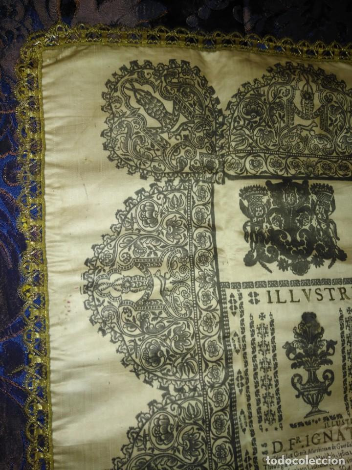 Arte: EXCEPCIONAL TAPIZ RELIGIOSO RECONOCIMIENTO AL HONOR,GRABADO IMPRESO SOBRE SEDA Y BORDADO.AÑO 1760 - Foto 2 - 184493476