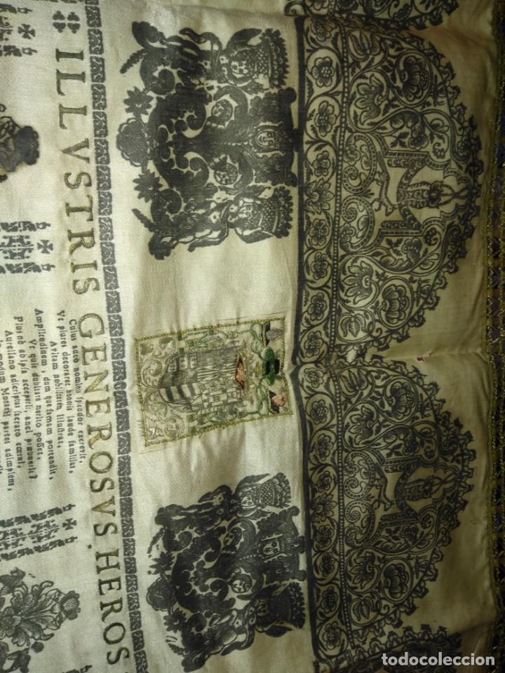 Arte: EXCEPCIONAL TAPIZ RELIGIOSO RECONOCIMIENTO AL HONOR,GRABADO IMPRESO SOBRE SEDA Y BORDADO.AÑO 1760 - Foto 4 - 184493476