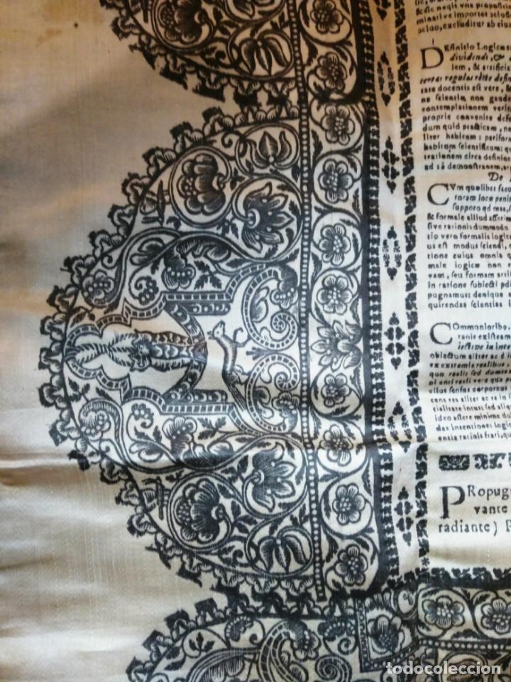 Arte: EXCEPCIONAL TAPIZ RELIGIOSO RECONOCIMIENTO AL HONOR,GRABADO IMPRESO SOBRE SEDA Y BORDADO.AÑO 1760 - Foto 14 - 184493476