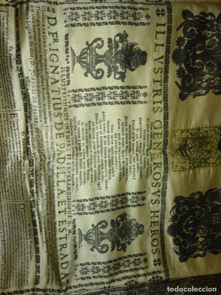 Arte: EXCEPCIONAL TAPIZ RELIGIOSO RECONOCIMIENTO AL HONOR,GRABADO IMPRESO SOBRE SEDA Y BORDADO.AÑO 1760 - Foto 19 - 184493476