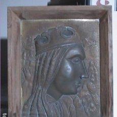 Arte: ICONO EN RELIEVE DE LA VIRGEN DE MONTSERRAT SOBRE PLANCHA DE COBRE Y MARCO DE MADERA. AÑOS 40.. Lote 186178785