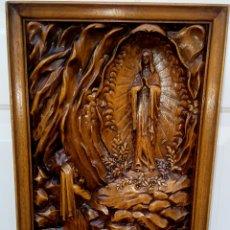 Arte: APARICION VIRGEN DE LOURDES - TALLA SOBRE MADERA - REALIAZADA DE UNA SOLA PIEZA - SIGLO XIX -. Lote 186245596