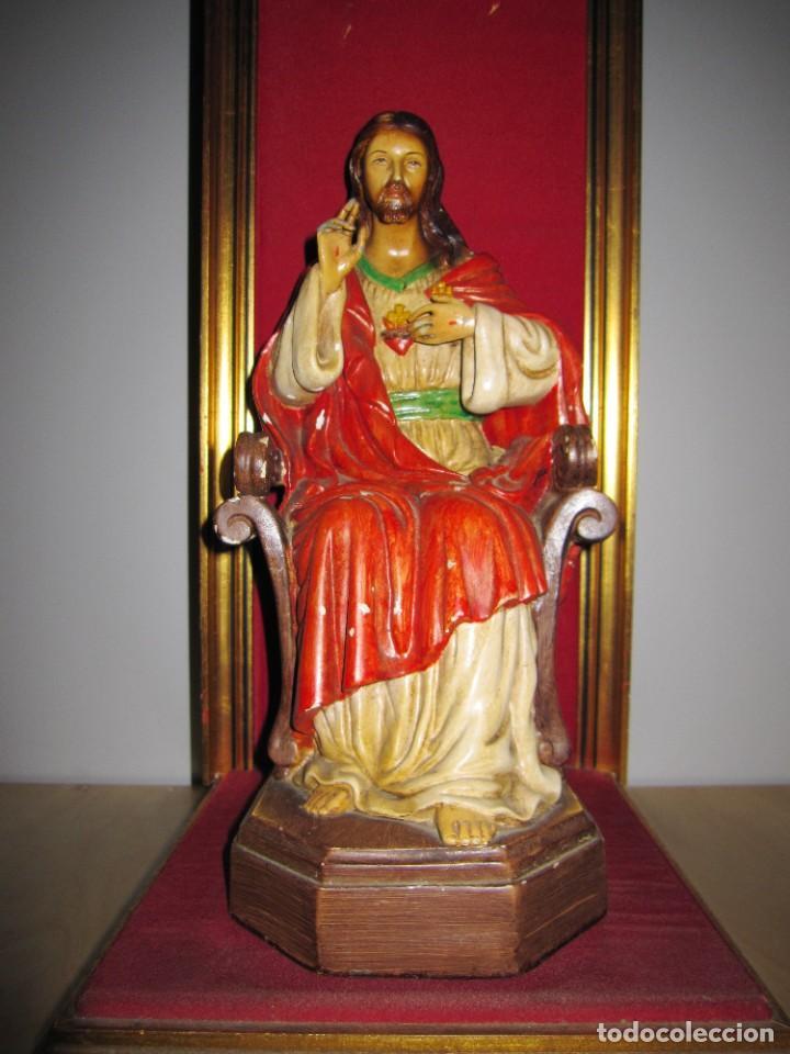 Arte: Antigua imagen figura Sagrado Corazón Jesús entronizado en trono sobre altar capilla madera - Foto 6 - 186402868