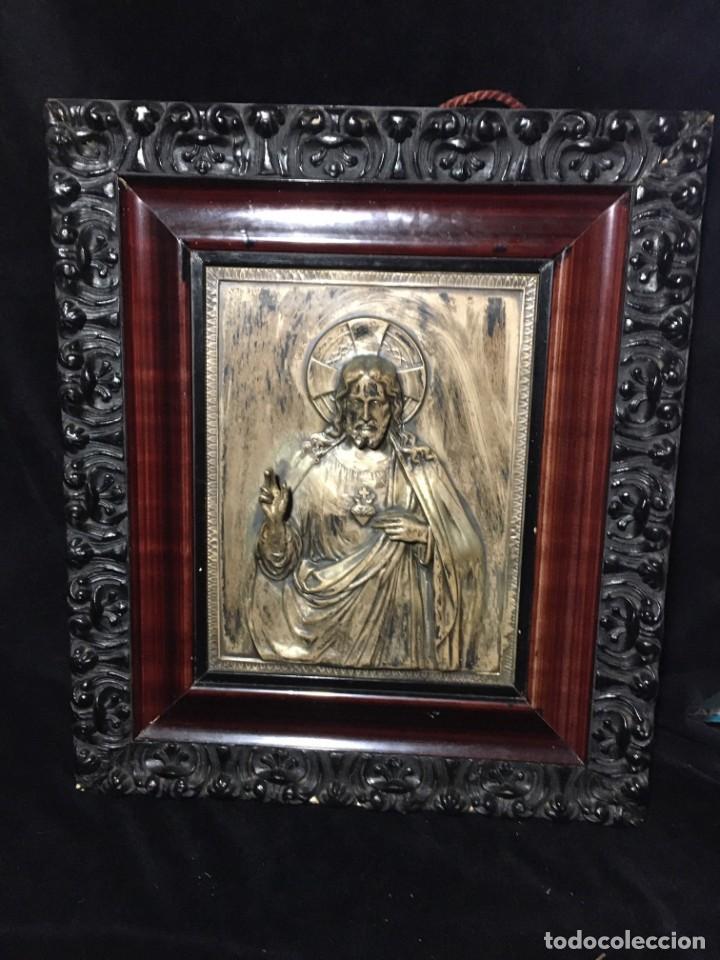 ANTIGUO CUADRO DEL SAGRADO CORAZÓN DE JESUS EN RELIEVE (Arte - Arte Religioso - Pintura Religiosa - Otros)