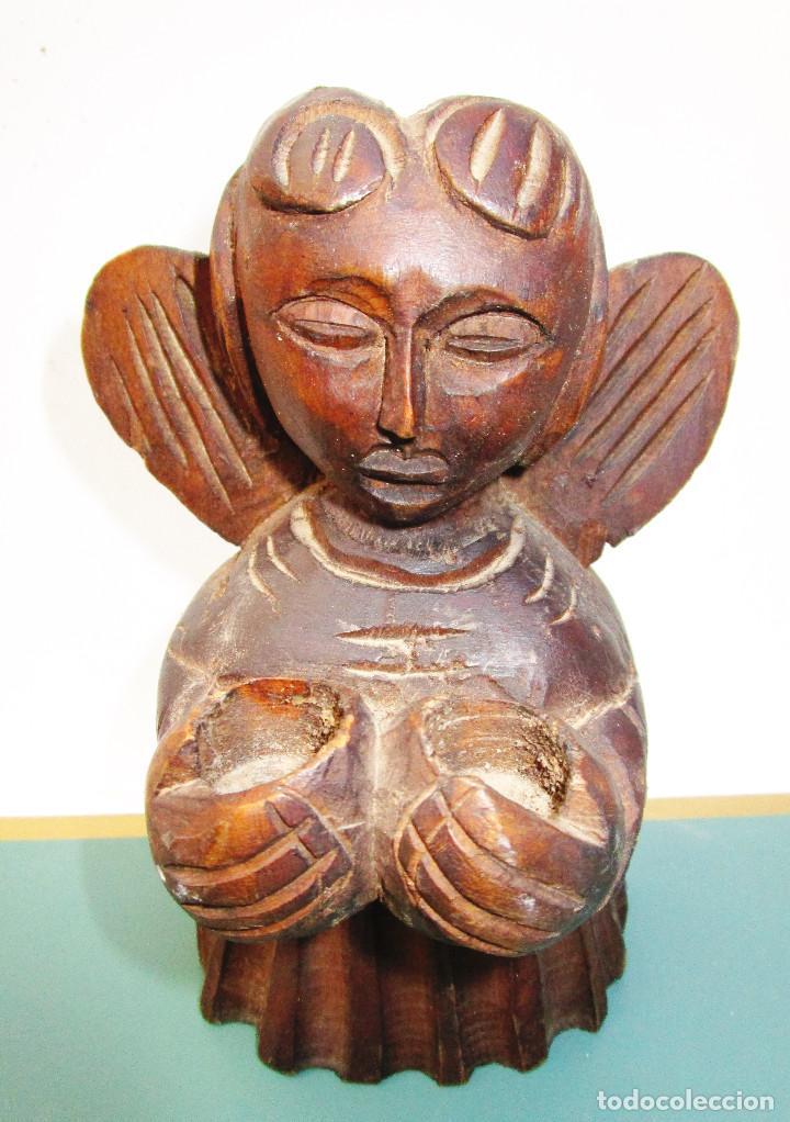 ANGEL TALLADO EN MADERA ESTILO ROMANICO, AÑOS 60, PARA VELITAS (Arte - Arte Religioso - Escultura)