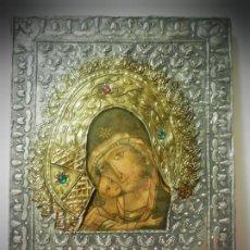 Arte: ICONO RUSO ANTIGUO .REPUJADO PLATEADO Y DORADO, PEDRERIA. IMAGEN VIRGEN Y NIÑO JESUS. 28X22 GRANDE. Lote 189426367