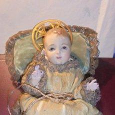 Arte: ANTIGUO NIÑO JESUS POLICROMADO DE TALLA DE MADERA VESTIDO , OJOS DE CRISTAL S. XIX. Lote 190155090